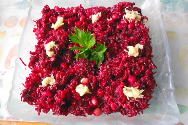 Salata od cikle s narom (šipkom)