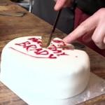 FANTASTIČNA IDEJA: Evo kako rezati tortu, a sačuvati svježinu i sočnost ostataka