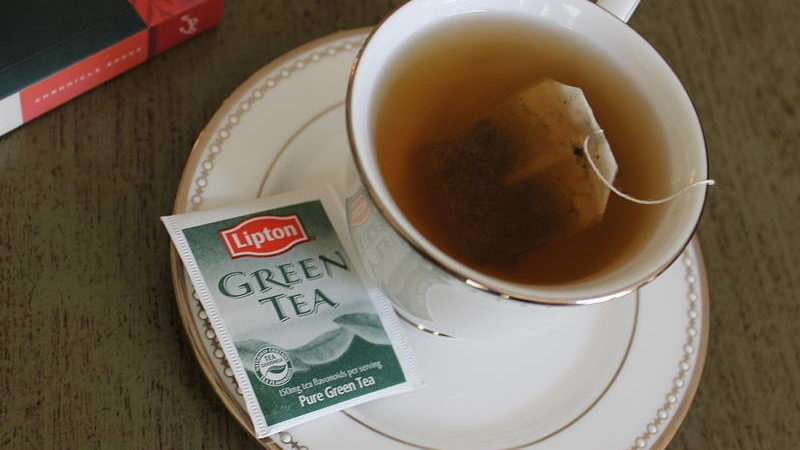 ISPROBAJTE: Kućni tretman sa zelenim čajem za umorne oči i podočnjake