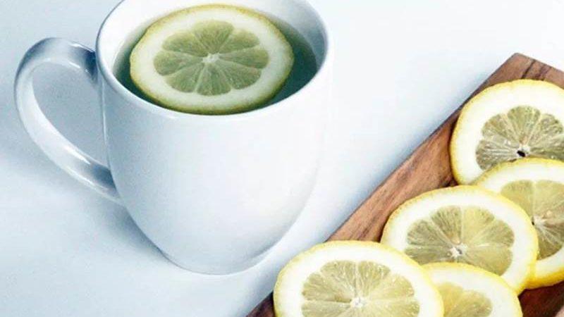 8 KORISTI ZA ZDRAVLJE koje donosi konzumacija tople vode u kombinaciji s limunovim sokom