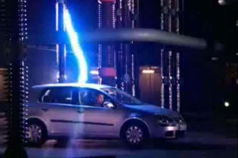 VOŽNJA PO NEVREMENU: Jesmo li u automobilu sigurni u slučaju udara groma?